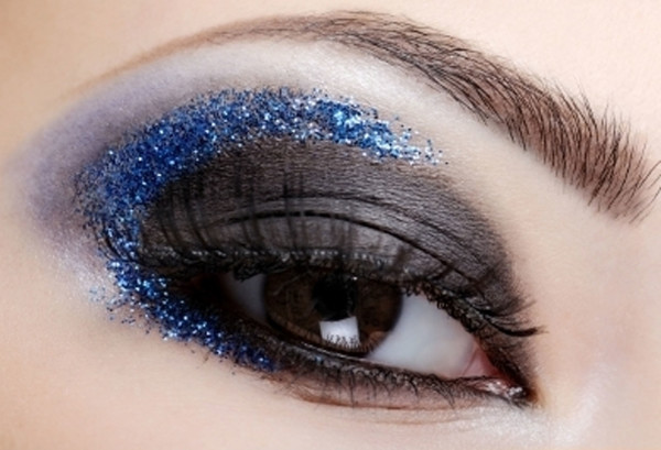 Blue Glitter Smokey Eyes