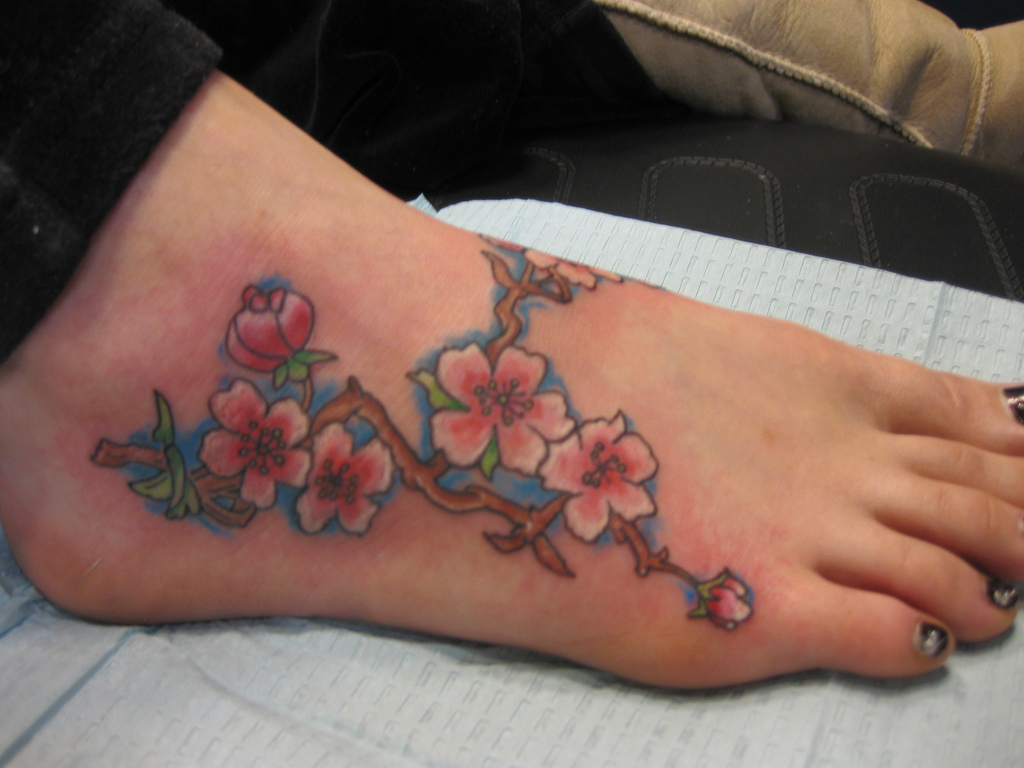 Cool-Flower-Foot-Tattoos-Pattern-For-College-Girls