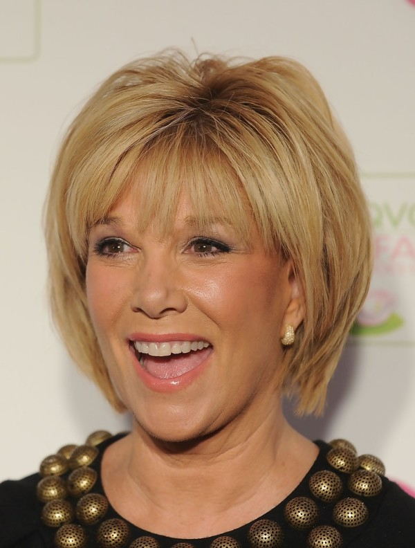 Straight-Short-Bob-Haircut-for-Older-Women1
