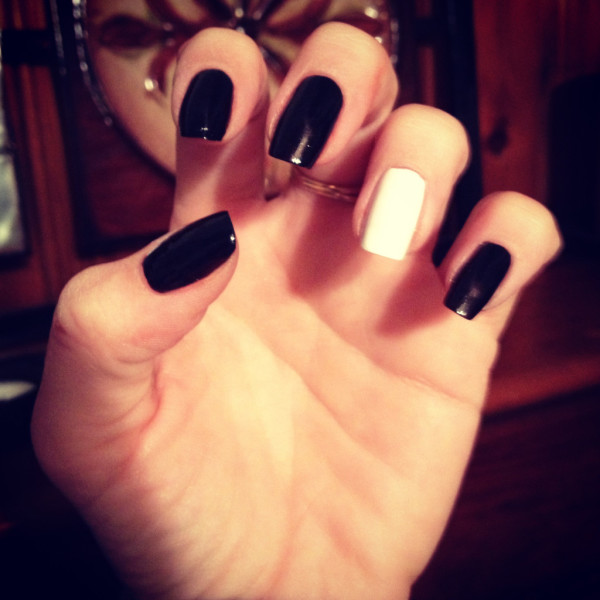 best-black-and-sheek-white-nail-for-new-year-2015-and-any-moment-1024x1024