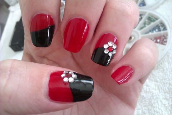 nail-polish-designs-as-simple-nail-art-designs-as-a-perfect-style-of-extraordinary-and-glamorous-of-Nail-Arts-19