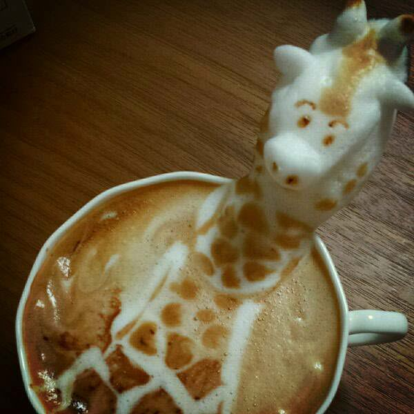 3D giraffe latte art