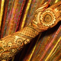 Simple Round Shape Mehndi Designs Wallpaper