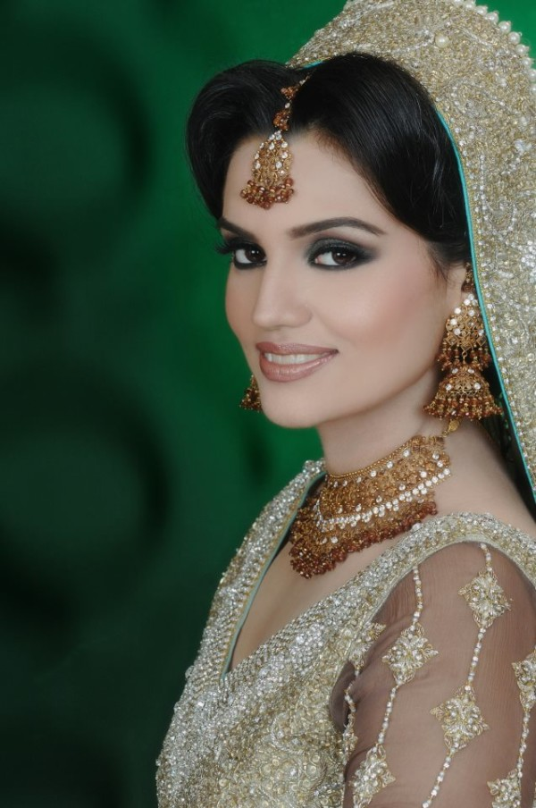 Eastern Bridal Outfit Ideas (11)