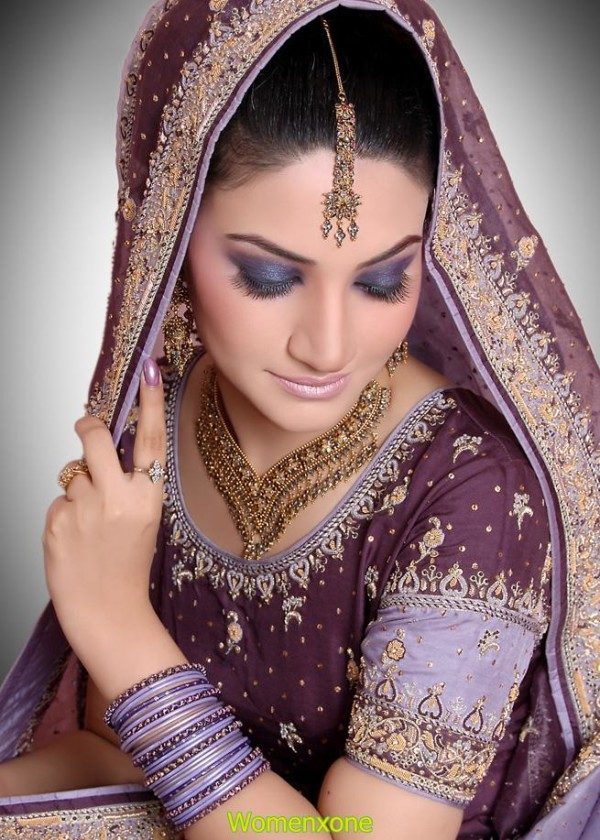 Eastern Bridal Outfit Ideas (17)