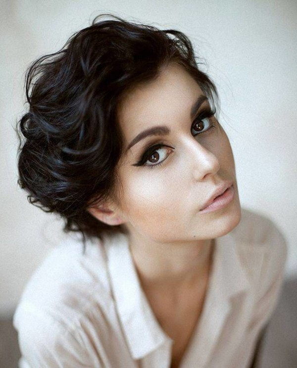 Beautiful-Haircuts-For-Short-Curly-Hair-10