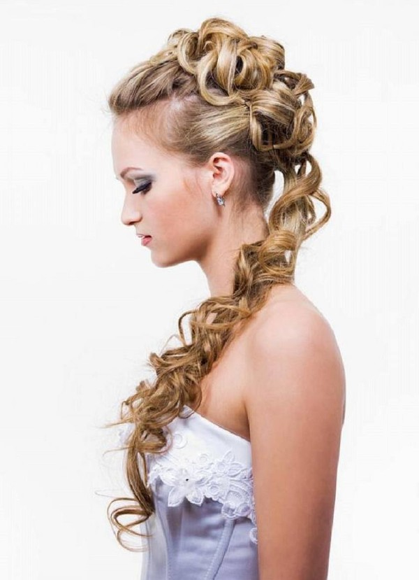 Ideas-for-Prom-Hairstyles-for-Long-Hair