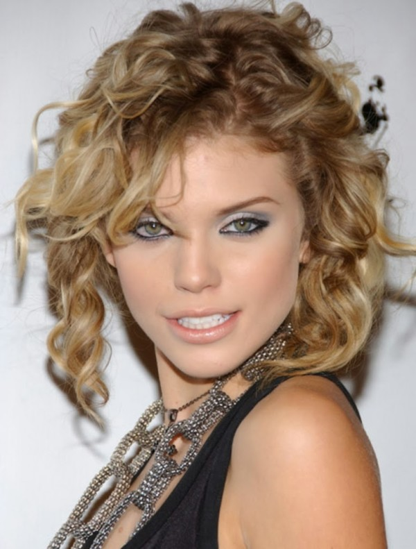Wavy-Prom-Hairstyles-for-Short-Hair