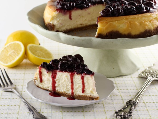 Delicious Cake with fresh berries topping